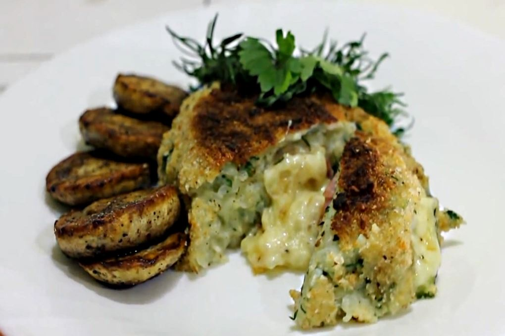 Картофельные котлеты с сыром и беконом