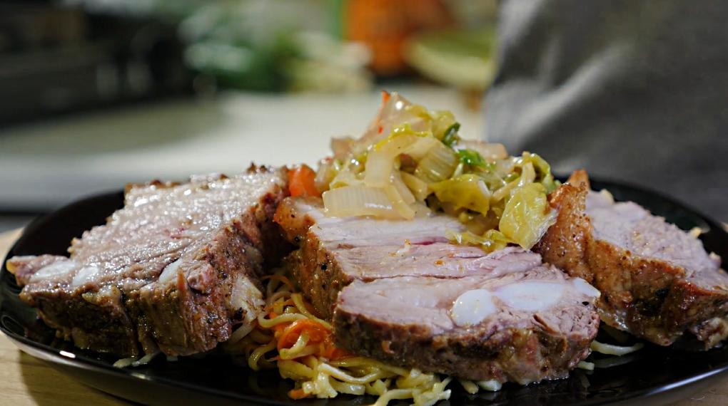 Свинина с овощами и лапшой