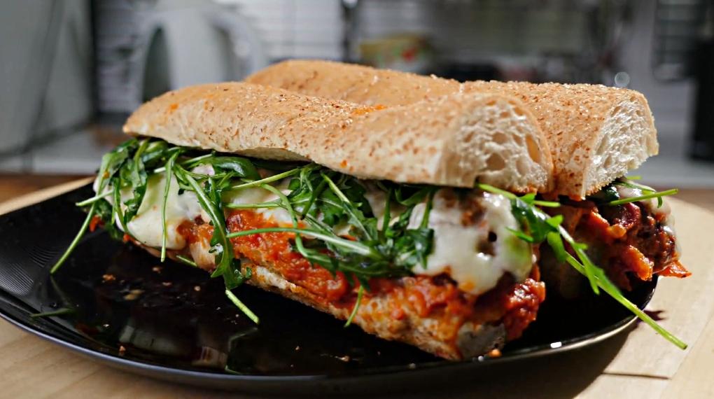 Сэндвич с фрикадельками по-итальянски