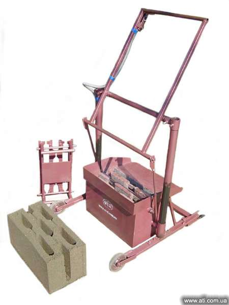 IKS1 drawing machine for the production of cinder block.