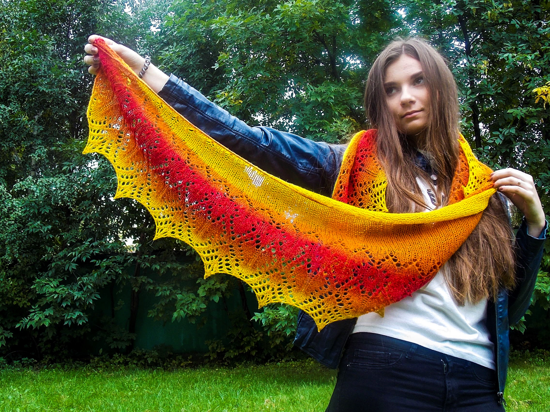 Coleus - Crescent shawl with lace edge